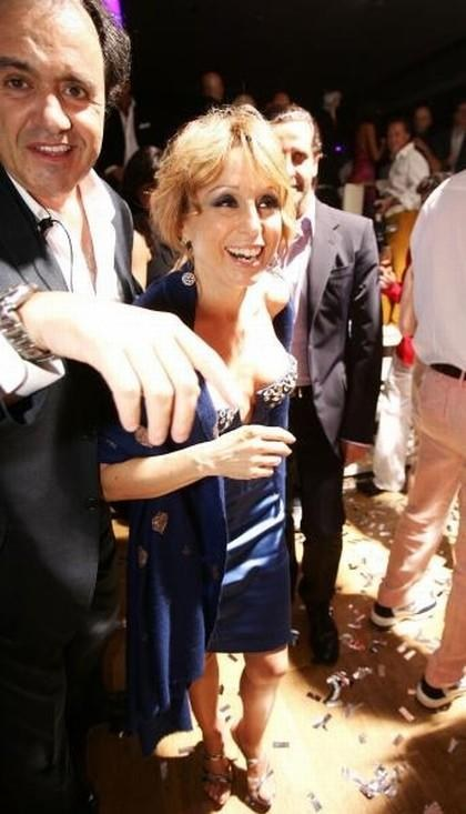 Этот клуб, принадлежащий Флавио Бриаторе, пользуется небывалой популярностью у суперзвезд…Вероятно потому, что они чувствуют себя здесь среди равных. Здесь и застали фотографы 42-летнюю Марину Берлускони